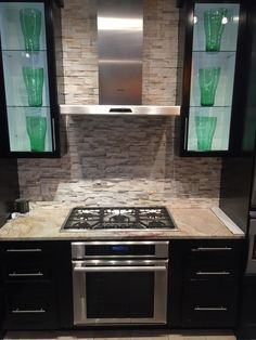 - Can You Place a Gas/Electric/Induction Cooktop Over A Wall Oven? Can you place a cooktop over a wall oven? This installation is becoming increasingly popular due to space restrictions and… Gas Oven, Stove Oven, Kitchen Stove, Kitchen Appliances, Small Appliances, Kitchens, Cook Top Stove, Open Kitchen, Country Kitchen