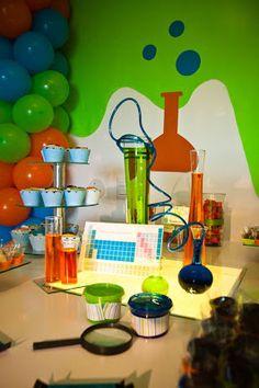 Decoración de Fiesta Infantil con Tema de Laboratorio de Química y Ciencias . Es difícil diseñar una diversión, fiesta de colores, el cumple...