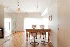 ヘリンボーンの床と、S様こだわりの家具がとてもマッチしていて素敵です。#S様邸多摩川 #リビング #ダイニング #シンプルな暮らし #ファミリー #EcoDeco #エコデコ #インテリア #リノベーション #renovation #東京 #福岡 #福岡リノベーション #福岡設計事務所 Dining Bench, Furniture, Home Decor, Decoration Home, Table Bench, Room Decor, Home Furnishings, Home Interior Design, Home Decoration