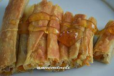 Bal kabaklı börek Zonguldak'a özgü son derece değişik ve lezzetli bir börektir. Yörede çok yaygın olarak yapılır, üzerine bal dökülerek yenir. Evde açılan hamurla veya baklava yufkasıyla yapabileceğiniz bu balkabaklı tatlı börek tarifini çok seveceksiniz...