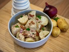 This delicious Slimming World friendly Syn Free smokey potato salad will be a winner at your summer BBQ. SPRING HAS SPRUNG! It is Cornish New potato time. and I was lucky enough to be sent a bag to sample. Easy Slimming World Recipes, Slimming Eats, Curried Parsnip Soup, Butter Chicken Curry, Low Fat Cooking, Sweet Sour Chicken, Speed Foods, Roast Dinner, Vegetarian Breakfast