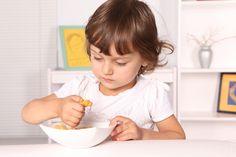 Hábitos saludables en la infancia: cómo enseñar a los niños a comer bien. Trucos para motivar y enseñar a los niños a #ComerBien partiendo de que hay que predicar con el ejemplo. #nutricion #salud #bienestar #infantil