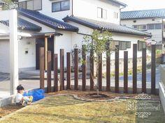 角柱 三協立山 アクセンティア 枕木風 Fence Design, Wood Design, Garden Design, Garden Border Plants, Sleepers In Garden, Garden Illustration, Plant Painting, Side Yards, Glass Garden