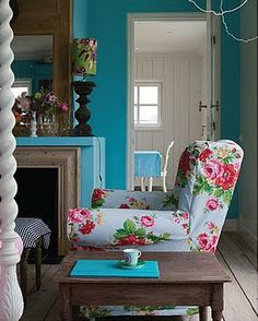 I love this, the walls are beautiful. love the chintz chair!