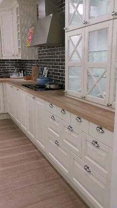 Kitchen Room Design, Kitchen Cabinet Design, Home Decor Kitchen, Interior Design Kitchen, Home Kitchens, Kitchen Ideas, Remodeled Kitchens, Glass Kitchen Cabinet Doors, Kitchen Cabinet Pulls