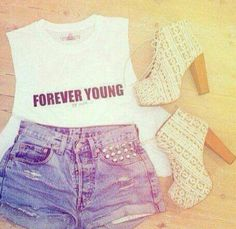 Teen fashion, the outfit is cute! I love the shirt a lot! I think there is a song called forever young. Cute Fashion, Teen Fashion, Fashion Outfits, Womens Fashion, Fashion Trends, Fashion Inspiration, Fashion Shorts, Fashion 2016, Hipster Fashion