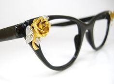 """requete-like"" I love cateye glasses !!!"