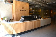 Houten latten rond  Neo Coffee Bar - Bean Stalk - explore local coffee shops