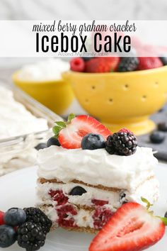 A simple and easy Mixed Berry Graham Cracker Icebox Cake is the perfect summer dessert. No baking required! Easy Summer Desserts, Frozen Desserts, Frozen Treats, Just Desserts, Delicious Desserts, Yummy Food, Icebox Cake Recipes, Dessert Recipes, Desert Recipes