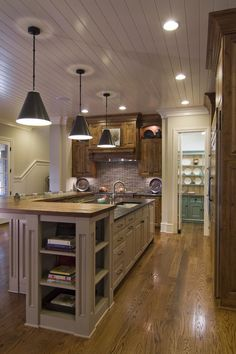 Charlotte kitchen by Carolina Design Associates.