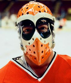 Wayne Stephenson of the Philadelphia Flyers. Hockey Helmet, Hockey Goalie, Hockey Players, Goalie Gear, Philadelphia Flyers, Satan, Nhl, Flyers Hockey, Goalie Mask