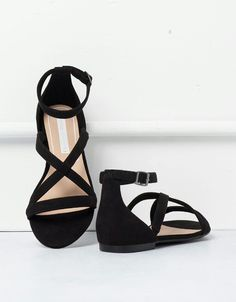 BSK crossed sandals - Sandals Shoes - Ideas of Sandals Shoes - BSK crossed sandals Shoes Bershka Hungary Pretty Shoes, Beautiful Shoes, Cute Shoes, Me Too Shoes, Shoes Flats Sandals, Cute Sandals, Shoe Boots, Flat Sandals, Ankle Strap Flats