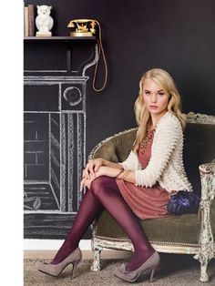Really really want to try my luck with colored tights this winter! Colored Tights Outfit, Purple Tights, Coloured Tights, Brown Tights, Pantyhose Outfits, Nylons, Black Pleated Skirt Outfit, Hot Outfits, Fashion Outfits
