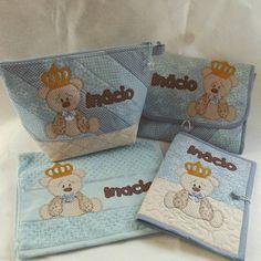 https://flic.kr/p/vTxcb7 | Finalizando,  kit bebê príncipe urso,  composto pir: Porta lenço umedecido e fraldas Caderneta de vacina Necessaire tradicional G Toalha de boca. www.juntandoretalhos.com.br #juntandoretalhos ,#cute ,#love ,#bebe, #meninos, #patchwork, #urso, #azul, #kitb