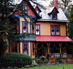 I love when people paint their Victorian houses multi colors. Just beautiful.