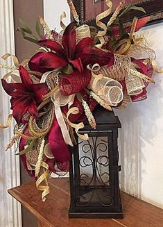 29 christmas wreath lanterns with home decor ideas 12 * remajacantik Christmas Lanterns, Christmas Swags, Christmas Door, Christmas Holidays, Christmas Crafts, Christmas Ornaments, Retro Christmas, Outdoor Christmas, Rustic Christmas