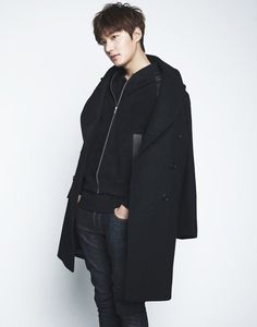 We had a deluge of pictures of Heirs' Kim Woo Bin, and it is now Lee Min Ho's turn :) Wink but don't blink! Korean Star, Korean Men, Asian Actors, Korean Actors, Sehun, Lee Min Ho Kdrama, Lee Min Ho Photos, Song Joong, Park Seo Joon