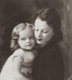 Vivien Leigh and her daughter Suzanne. Husband Lawrence Olivier.