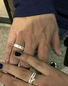 Couple Items, Couple Gifts, Promise Rings For Couples, Rings For Men, Couple Ring Design, Couple Hands, Cute Couples Goals, Ring Verlobung, Love Couple
