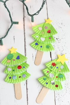 Preschool christmas tree craft with cupcake wrappers ornamen Preschool Christmas Crafts, Christmas Crafts For Kids To Make, Christmas Tree Crafts, Noel Christmas, Christmas Activities, Christmas Themes, Christmas Tree Decorations, Winter Activities, Paper Plate Crafts For Kids