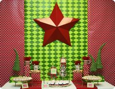 Love this Red & Green Modern Christmas Dessert Talbe . . . I'm pretty sure that looks like wrapping paper from Hobby Lobby . . . best wrapping paper EVER!