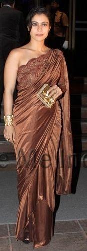 Kajol in Amit Aggarwal Saree Kajol Saree, Bollywood Saree, Bollywood Actress, Indian Dresses, Indian Outfits, Sexy Dresses, Fashion Dresses, Indian Bridal Sarees, Sari Blouse Designs