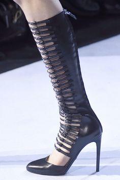Giambattista Valli at Paris Fashion Week Fall 2016 - Details Runway Photos Shoes 2016, Fashion Show, Paris Fashion, Giambattista Valli, School Fashion, French Fashion, Fall 2016, Yves Saint Laurent, Ready To Wear