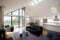 Grey Roofs, Crackington Haven, Cornwall : Salones de estilo moderno de The Bazeley Partnership