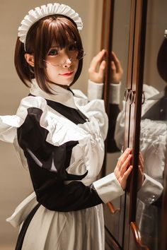 Cafe Makeup, Rose Hall, Spring Spa, Maid Uniform, Pose Reference Photo, Anime Reviews, Maid Outfit, Cosplay Characters, Cybergoth