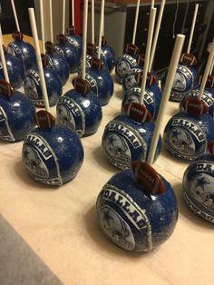 Dallas Cowboys chocolate Apple Dallas Cowboys Decor, Dallas Cowboys Football, Chocolate Covered Apples, Caramel Apples, Gourmet Candy Apples, Cowboy Candy, Cowboy Birthday, Cow Boys, Cupcake Cakes