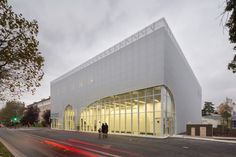 Gallery of Auditorium Of Bondy & Radio France Choral Singing Conservatory / PARC Architectes - 1 Facade Architecture, Amazing Architecture, Contemporary Architecture, Auditorium Design, Radios, Urban Fabric, Building An Empire, Chant, France