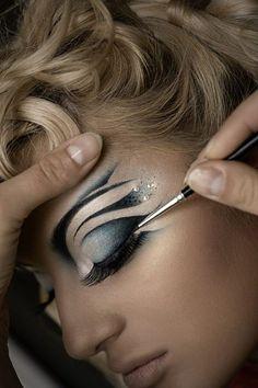 make-up-is-an-art: Elena Onufrychuk Makeup Artist Makeup Art, Beauty Makeup, Eye Makeup, Makeup Ideas, Maquillage Halloween, Halloween Makeup, Make Up Designs, Art Visage, Extreme Makeup