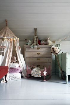 Love the tent with fairy lights...