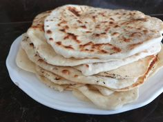 Úžasný rýchly ploský chlebík alebo placka, keď sa vám už zunuje ryža alebo zemiaky. Skvelý k mäsku, zeleninke, či len tak. Jeho príprava vám prevonia celý byt. Pizza, Ethnic Recipes, Food, Basket, Essen, Meals, Yemek, Eten