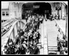 Irish immigrants at Ellis Island America c1900. Print Ellis Island Immigrants, Nyc Real Estate, Vintage New York, Staten Island, Belfast, Tourism, Street View, City, New York City