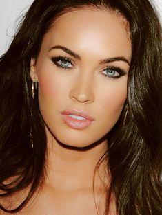 Make up. Plus Megan Fox is gorgeous. Brunette Blue Eyes, Brunette Makeup, Brunette Girl, Beauty Makeup, Eye Makeup, Hair Makeup, Hair Beauty, Makeup Contouring, Beauty Tips