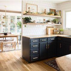 Stunning kitchen design via @biggerthanthethreeofus 😍 . . . . #kitchenporn #kitchenideas #bluekitchen #kitcheninspo #kitchengoals #dreamkitchen #interiors #interiorsporn #interiorsinspo #interiorinspo #interiordesign #homeinteriors #homedecor #homeenvy #homegoals #homedecoration #decorating