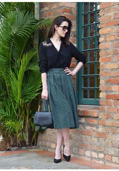Look do Dia   Saia midi e blusa com renda  Read more: http://www.makeupatelier.com.br/2016/08/look-do-dia-saia-midi-e-blusa-com-renda/#ixzz4H8MTEMCT