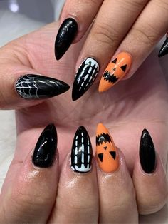 Check out our tips for applying top Halloween nail ideas in 2019 between pumpkin nails, candy corn nails, spider web nails, Halloween press on nails, & stickers Holloween Nails, Cute Halloween Nails, Halloween Acrylic Nails, Black Acrylic Nails, Best Acrylic Nails, Halloween Nail Designs, Spooky Halloween, Halloween Ideas, Nail Art Designs