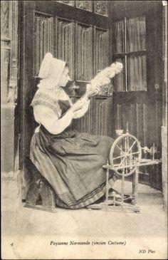 Postcard Paysanne Normande, ancien Costume, Frau am Spinnrad  postally used 1911