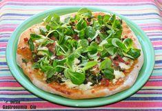 Pizza con compota de tomate, queso feta y foie gras