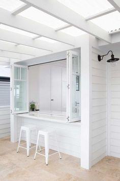 white-kitchen-bar-Morris-Selvatico