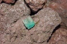 Colección Smaragd Anillo de aluminio con piedra tallada a mano realizada en resina de poliester