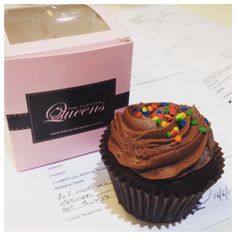 Is there any better gift than a single sweet cupcake in a pretty box? We're biased, but we think not. #thecupcakequeens #cupcakespoils