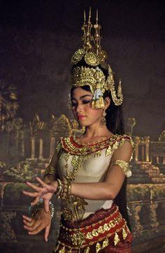 APSARA....KHMER TRADITIONAL DANCER.....CAMBODIA.....BY JOE ROUTON...ON 500PX....PARTAGE OF BLADDER SENNA....