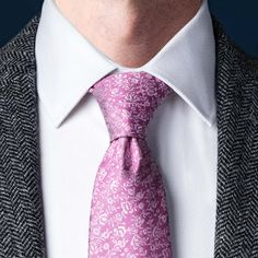 How To Tie A Necktie | Different Ways Of Tying A Tie | Ties.com Tie A Tie Easy, Make A Bow Tie, Eldredge Knot, Tie A Necktie, Windsor Knot, Tie Pattern, Gentleman Style, Gentleman Fashion, Simple