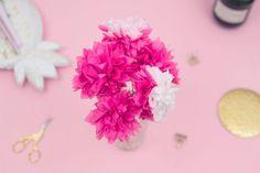 DIY-Deko: Basteln Sie selbst bunte Pompons aus Servietten, – Rebel Without Applause New Years Eve Party, Napkins, Stud Earrings, Christmas, Style, Post, Diy Blog, Tags, Rebel