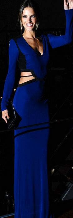 Alessandra Ambrosio in Roberto Cavalli jaglady Blue Fashion, Runway Fashion, Fashion Show, Womens Fashion, Roberto Cavalli, Alessandra Ambrosio Style, Beautiful Gowns, Beautiful Outfits, Color Azul Rey