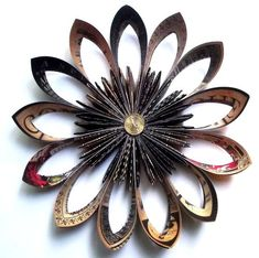 graphic 45 wallflower, so cool! Hand Flowers, Diy Flowers, Cloth Flowers, Flower Ideas, Folded Paper Flowers, Paper Lace, How To Make Paper, Crafts To Make, Paper Quilling