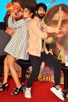 Alia Bhatt and Shahid Kapoor at the launch of a song from Bollywood Couples, Bollywood Stars, Bollywood Celebrities, Bollywood Fashion, Alia Bhatt Varun Dhawan, Alia And Varun, Shahid Kapoor, Latest Pics, Role Models
